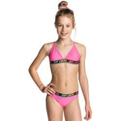 fille de 10 ans en maillot de bain
