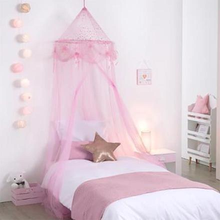 lit avec ciel de lit