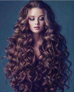 beaux cheveux bouclés