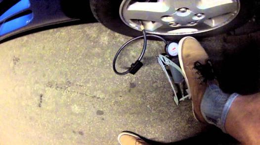 comment gonfler un pneu de voiture