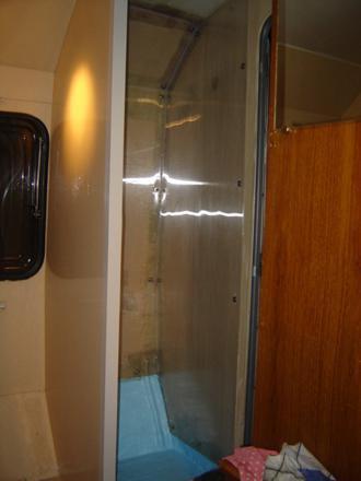 comment installer une douche dans une caravane