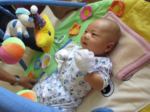 eveil de bebe a 1 mois