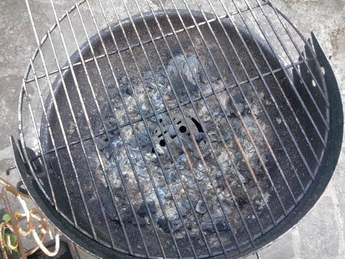 nettoyer une grille de barbecue rouillée
