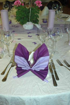 pliage de serviette en papier pour mariage deux couleurs