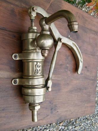 pompe a eau manuelle murale