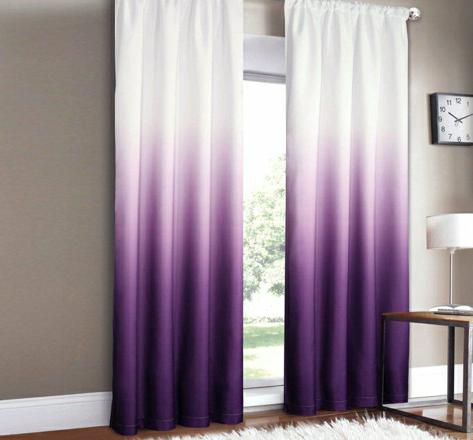 rideau blanc et violet