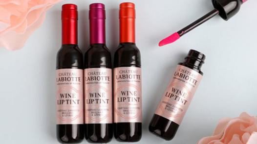 rouge a levre bouteille de vin