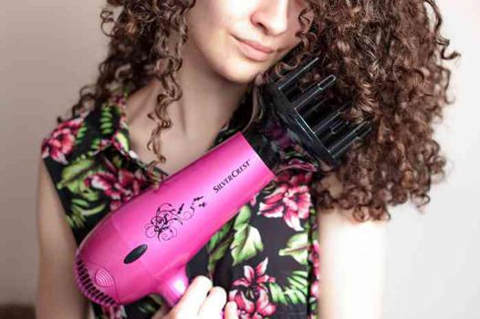 seche cheveux qui fait des boucles