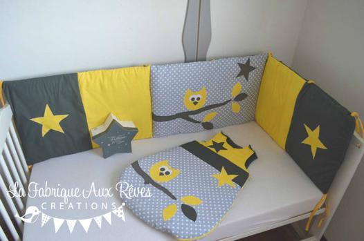 tour de lit bébé jaune et gris