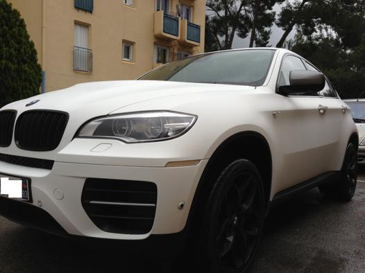 voiture blanc mat